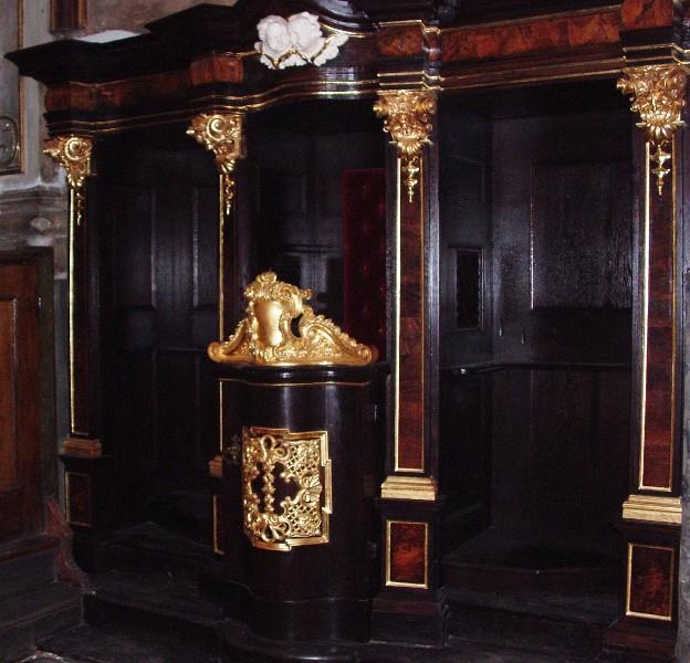 Konfesjonał wkaplicy Matki Bożej Wspomożycielki Wrocławia